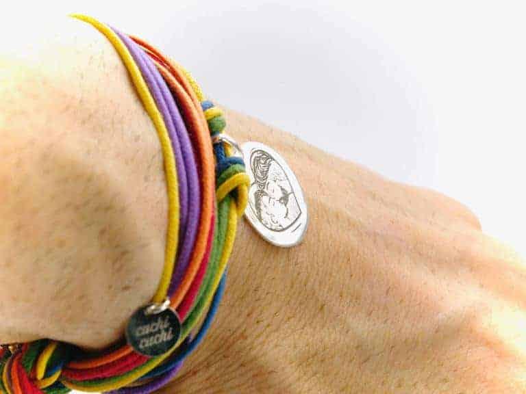 detalle pulsera plata orgullo