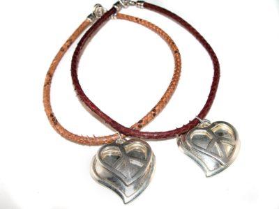 Collar corto corazon de plata y serpiente
