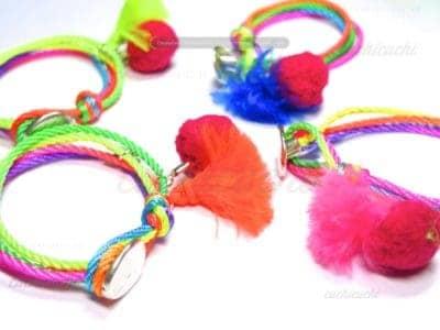 Pulsera Alegria de colores fluor con pompones