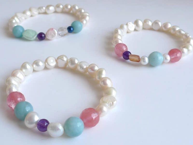 Pulsera de perlas y piedras naturales