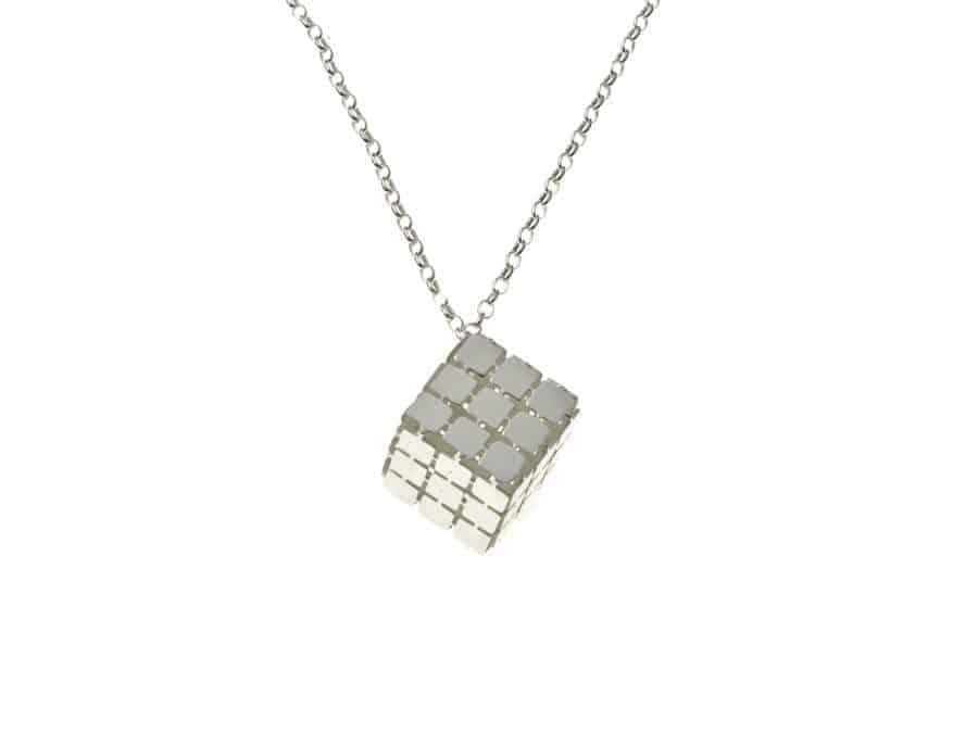 gargantilla plata cubo grabada